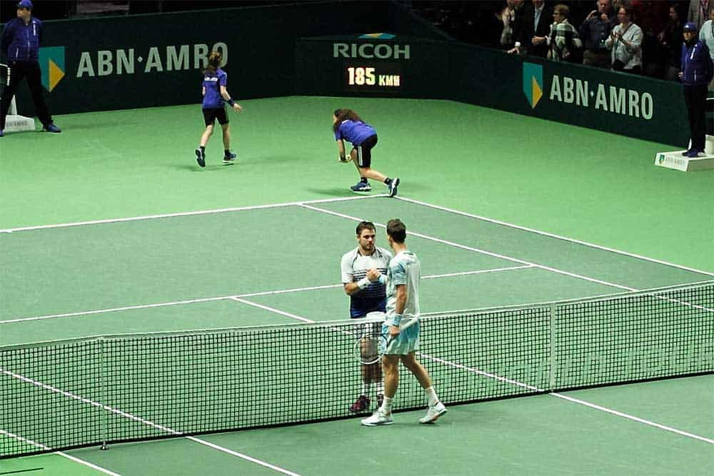 Berdych and Wawrinka shake hands at the final of the 2015 ABN AMRO Rotterdam Tennis Tournament 📷 Roman Boed